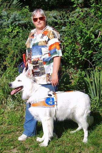 Sabine Kleist und Blindenführhund Sly